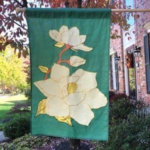 Decorative house flag - Magnolia